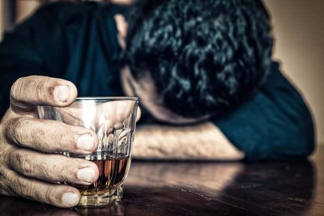 Алкогольная полинейропатия: 2 формы, 2 группы симптомов, 2 метода лечения