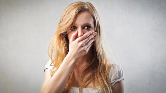 Горечь во рту: 3 группы причин, сопутствующие симптомы, методы лечения