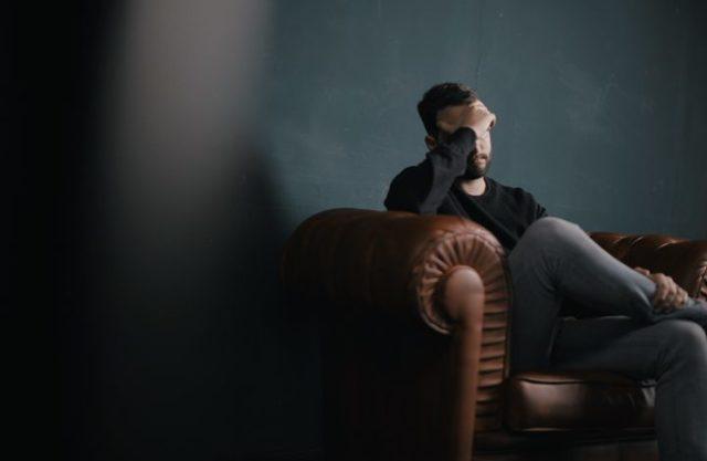 Апатия: 7 причин развития, 11 характерных симптомов, методы коррекции состояния
