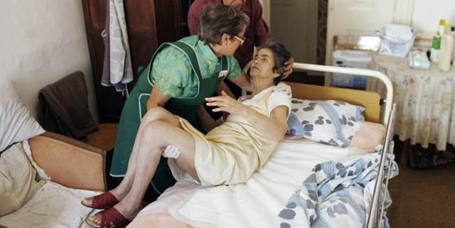 Болезнь Альцгеймера: 3 теории возникновения, 4 стадии, симптомы, 12 правил профилактики развития заболевания