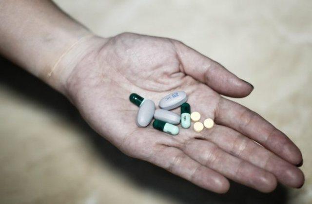 Аутоагрессия: 2 группы причин, 14 характерных симптомов, методы коррекции