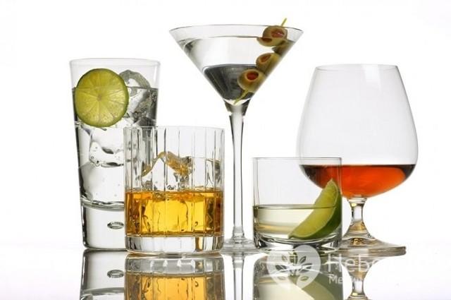 Алкогольная интоксикация: 2 стадии развития и 5 принципов лечения