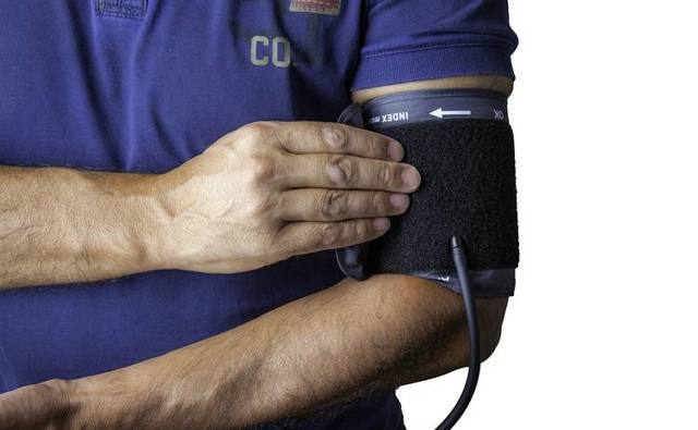Гипертонический криз: 14 причин, 13 симптомов, 6 этапов оказания неотложной помощи